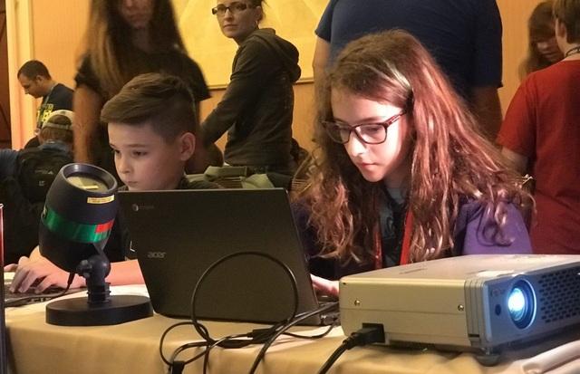 Tại đây, các cô bé, cậu bé thiếu nhi được đào tạo và tiếp cận sớm với công nghệ bảo mật, từ đó sớm có được khái niệm đa chiều về lĩnh vực này.