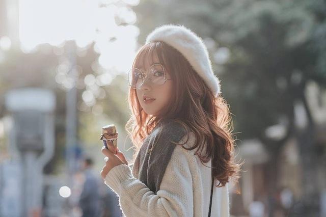 Với lợi thế là gương mặt đẹp, thân hình cao ráo, mảnh mai cộng với gu thời trang hiện đại, Khánh Hà dễ dàng biến hóa trong mỗi khung hình