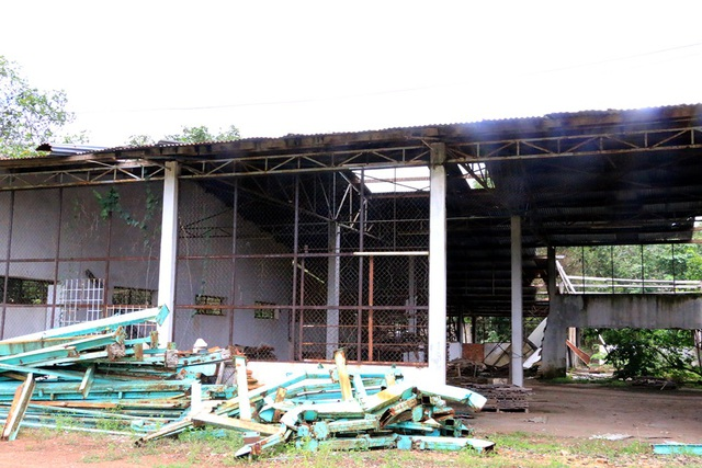 Nhà xưởng bị bỏ hoang lâu ngày.