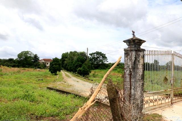 Khu đất và tài sản trên đất mà ông Nguyễn Hồng Khanh, nguyên Bí thư thị xã Bến Cát mua lại với giá cực bèo.
