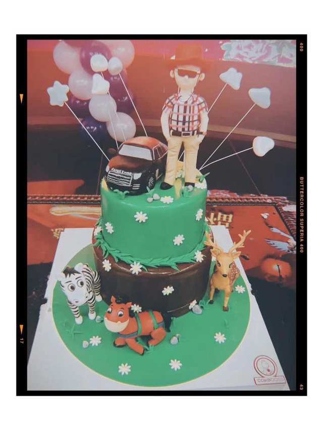 Chiếc bánh sinh nhật mà Lý Tiểu Lộ đặt riêng tặng cha ruột.