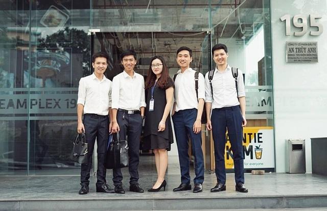 CEO Nami Corp Giáp Văn Đại (đứng thứ 2 từ trái sang) tham vọng góp phần phát triển cộng đồng blockchain Việt Nam vào top những quốc gia dẫn đầu trong lĩnh vực công nghệ chuỗi khối.