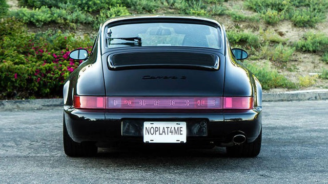 Steve Jobs từng lái rất nhiều chiếc Porsche 911 với cùng màu sắc.