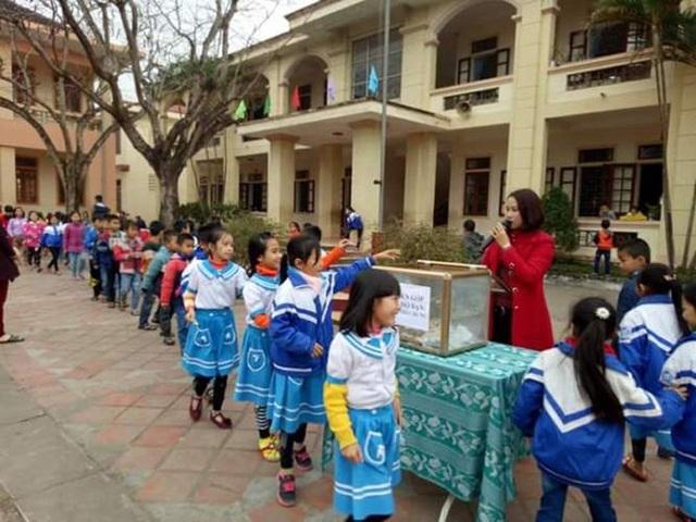 Trường Tiểu học Võ Liêm Sơn (Thiên Lộc) là một trong những địa chỉ nhận được nhiều nguồn hỗ trợ từ các dòng họ. Và ngay tại ngôi trường này, sự hỗ trợ giúp đỡ học sinh nghèo, hoàn cảnh gặp hoạn nạn cũng luôn được chú trọng.