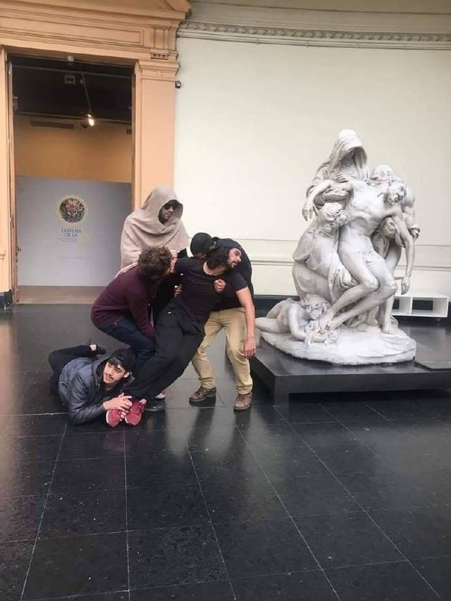 Khi bức tượng được tái hiện một cách hoàn hảo