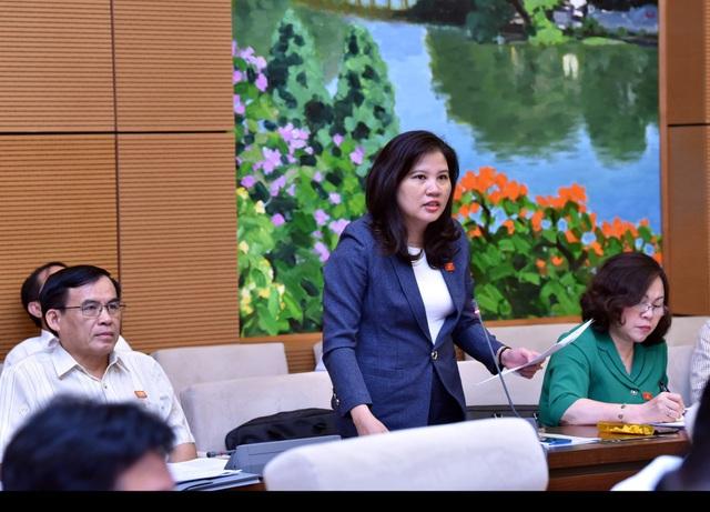 Đại biểu Đinh Thị Phương Lan tranh luận với Bộ trưởng GD-ĐT quanh con số báo cáo về tỷ lệ mù chữ trong đồng bào dân tộc thiểu số