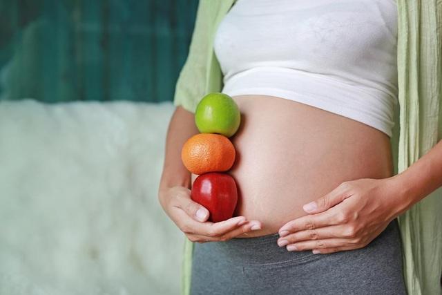 Trái cây cung cấp vitamin và chất dinh dưỡng cần thiết trong thai kỳ.