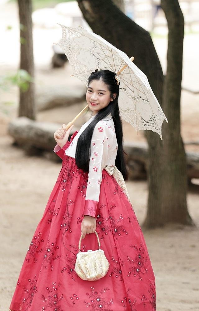 Nữ sinh chia sẻ trở thành Đại sứ du lịch Hàn Quốc ở độ tuổi 19 là một vinh dự lớn lao đối với cô, và Nam Phương cảm thấy tự hào khi đã phần nào góp sức trở thành cầu nối văn hóa giữa 2 đất nước Việt Nam – Hàn Quốc.