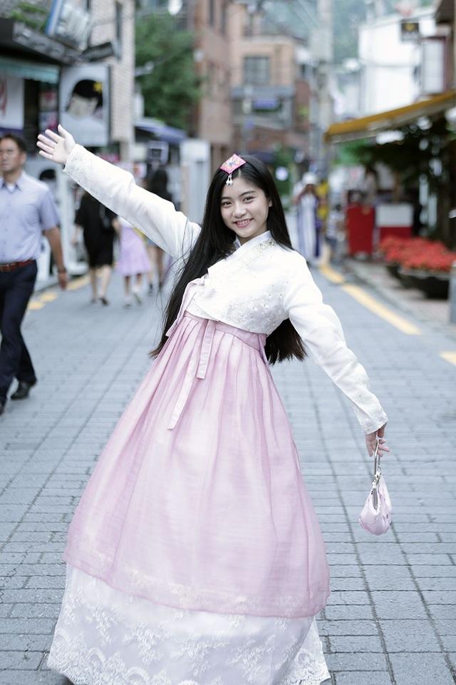 Miss Teen Nam Phương khoe tà áo dài trắng thướt tha trên đất nước Hàn Quốc - 8