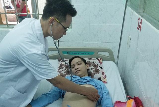 Được điều động máy lọc máu kịp thời, nam bệnh nhân may mắn qua cơn nguy kịch
