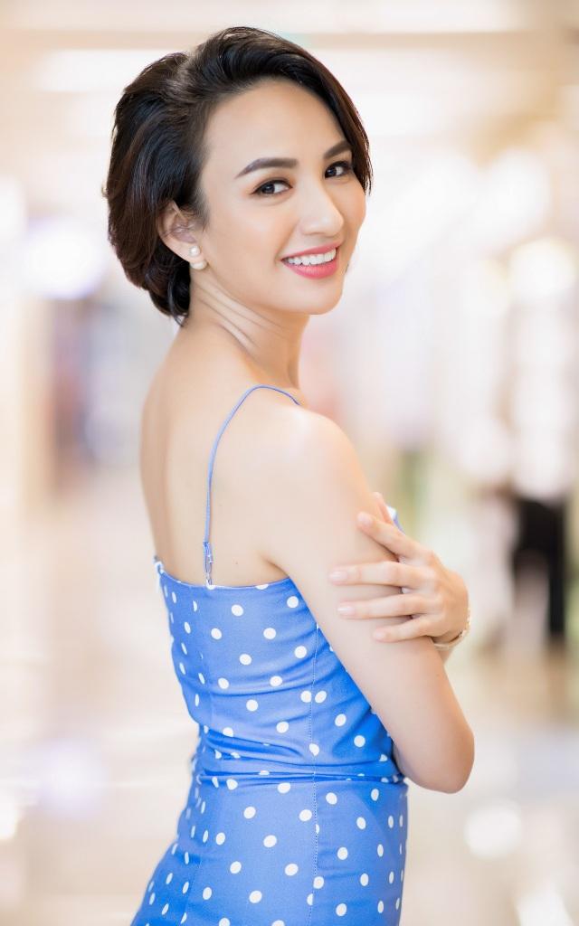 Từ nữ sinh Ngoại thương, Hoa hậu Du lịch Việt Nam 2008 theo đuổi hình ảnh sắc sảo của một MC kiêm doanh nhân và làm mẹ đơn thân.