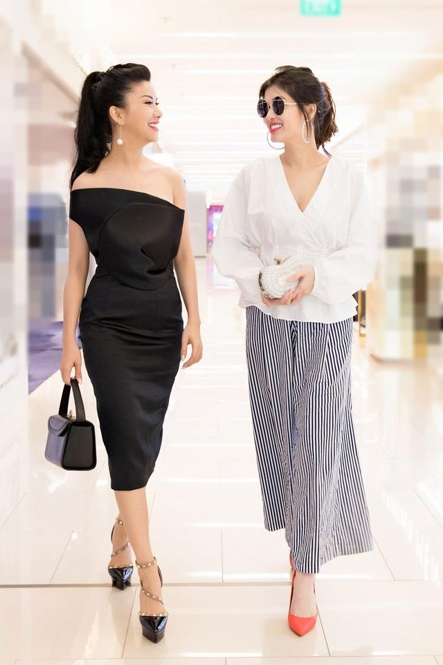 Loan Vương và Oanh Yến cũng là hai người đẹp được công chúng theo dõi thời gian qua.