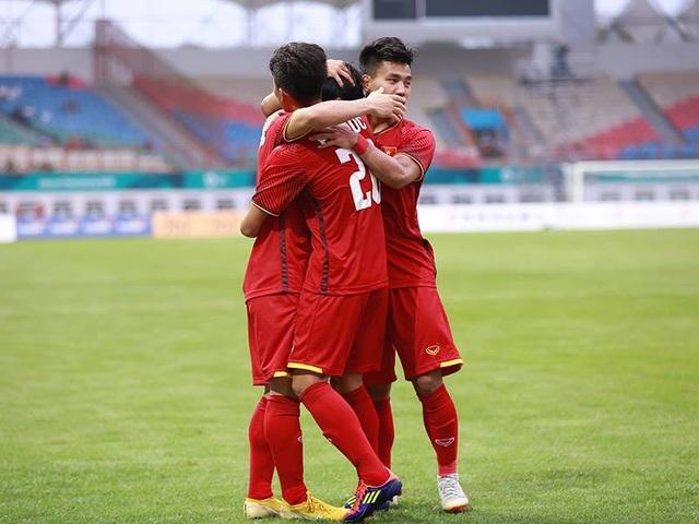 Olympic Việt Nam được khen sau khi tạm dẫn đầu bảng D