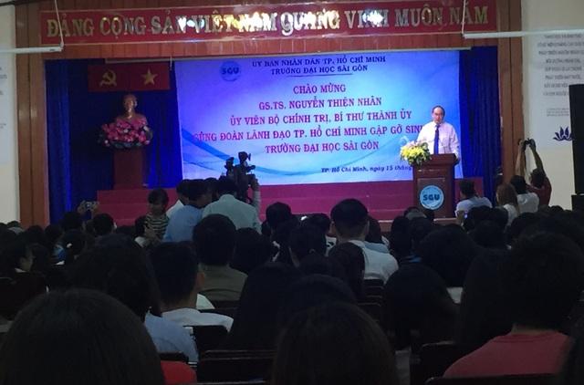 Bí thư Thành ủy TPHCM Nguyễn Thiện Nhân có những chia sẻ với hơn 400 bạn trẻ đại diện cho sinh viên trường ĐH Sài Gòn