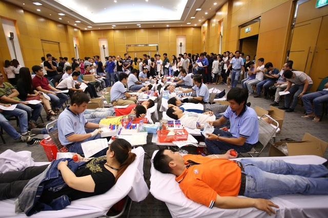 Bên cạnh đó, chuỗi hoạt động Hiến máu nhân đạo được Roche Việt Nam phát động, tổ chức hàng năm nhằm nâng cao nhận thức cộng đồng và gia tăng nguồn máu hiến cho xã hội.