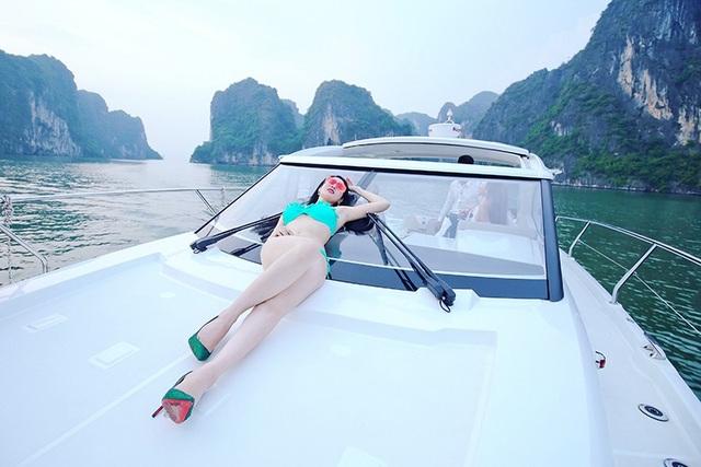 """""""Cô đồng"""" Triệu Hà Vy khoe vóc dáng nuột nà trên du thuyền - 12"""