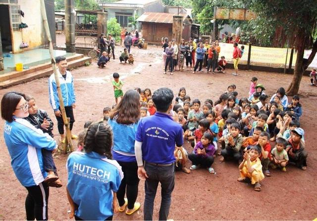 Nhiều hoạt động thiết thực, ý nghĩa mà các bạn thanh niên tình nguyện đã giúp cho bà con đồng bào Tây Nguyên xây dựng nông thôn mới
