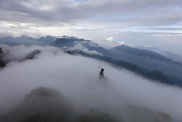 Mùa hè là thời điểm biển mây xuất hiện đẹp và kỳ ảo tại Fansipan.
