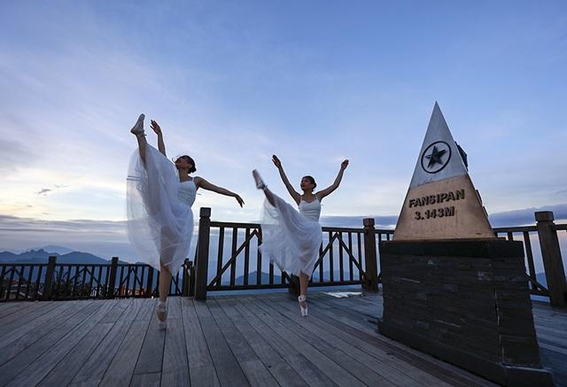Bộ ảnh múa ba lê trên đỉnh Fansipan đầu tiên được thực hiện tại Việt Nam.