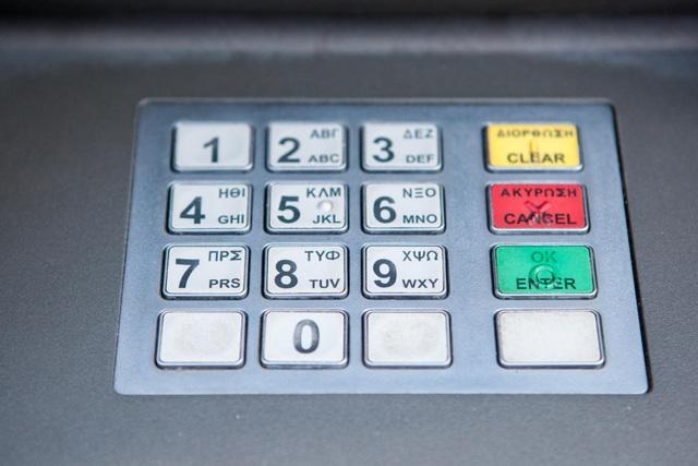 Nhóm tin tặc đã đánh cắp gần 310 tỷ đồng thông qua khoảng 14.800 giao dịch ATM trên 28 quốc gia. (Nguồn: Independent)