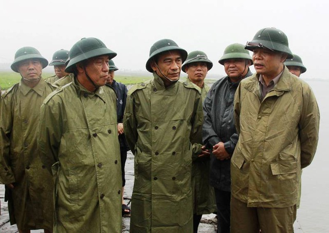 Bộ trưởng Nguyễn Xuân Cường kiểm tra công tác phòng chống bão số 4 tại Thái Bình
