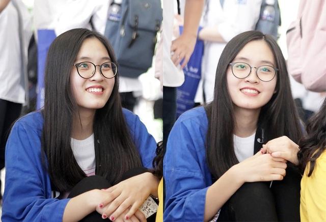 Một thành viên của CLB văn hóa Nhật Bản thu hút sự chú ý của những người bạn học bởi gương mặt sáng, nụ cười tươi