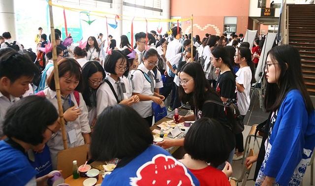 CLB Nhật Bản cũng thu hút sự chú ý của nhiều bạn học sinh bởi những câu chuyện văn hóa, những món quà nhỏ thú vị mang màu sắc Nhật.