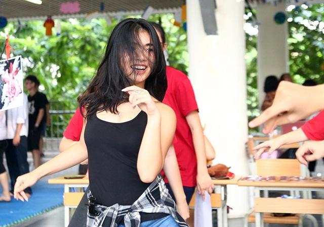"""Bước nhảy khoe hình thể nóng bỏng và nụ cười """"thả ga"""" của một nữ sinh thuộc CLB dancesport"""