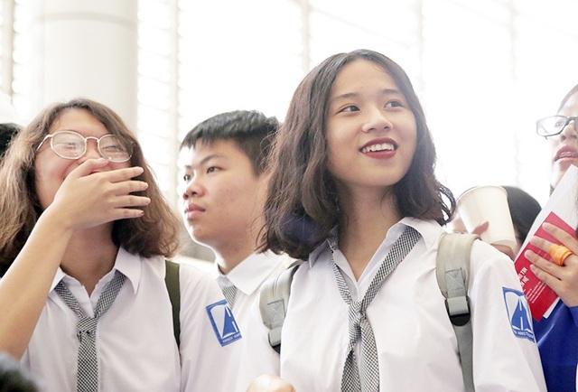 Ngay cả khi diện đồng phục giản dị, các nữ sinh chuyên Ams vẫn luôn tỏa sáng