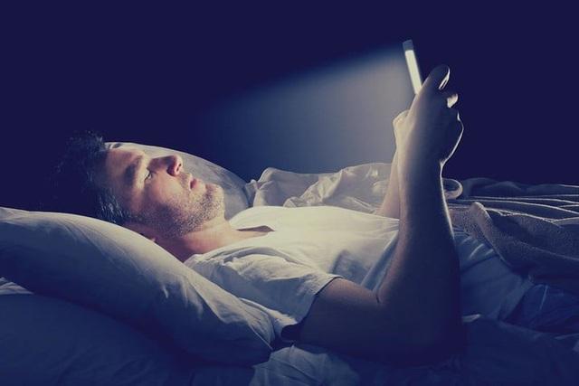 Ánh sáng xanh từ điện thoại di động có gây mù mắt không? - 1