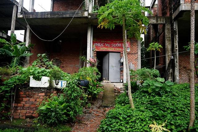 Cận cảnh nhem nhuốc của khu biệt thự bị bỏ hoang gần 10 năm giữa lòng Sài Gòn - 13
