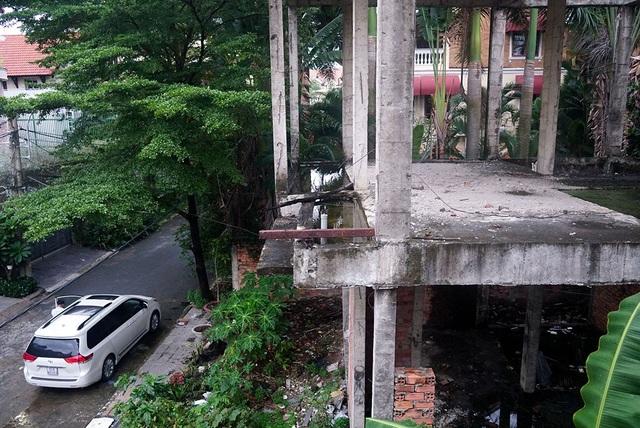 Cận cảnh nhem nhuốc của khu biệt thự bị bỏ hoang gần 10 năm giữa lòng Sài Gòn - 5