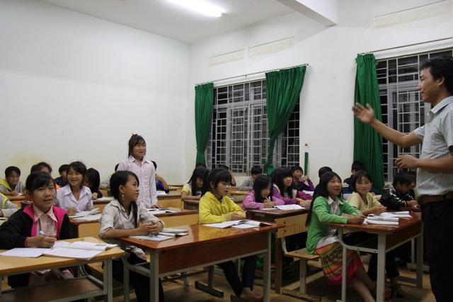 Để khắc phục, nhiều trường phải tăng tiết hoặc tăng sĩ số lớp học (ảnh minh họa)