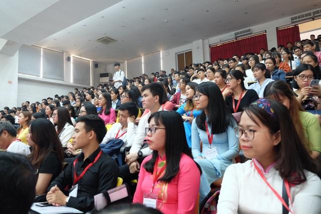 Hàng trăm giảng viên, sinh viên của các trường đại học khu vực Đông Nam Á tham dự hội nghị sinh viên các trường đại học thuộc mạng lưới Hành trình đến ASEAN (P2A) năm 2018 vừa khai mạc tại Đà Nẵng.