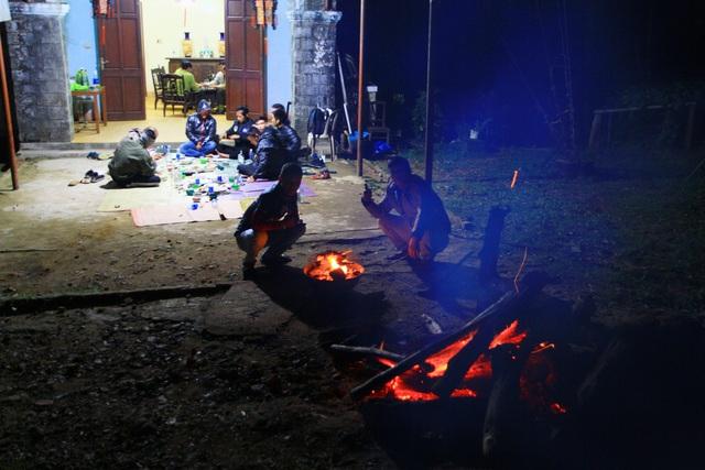 Đốt lửa trại qua đêm