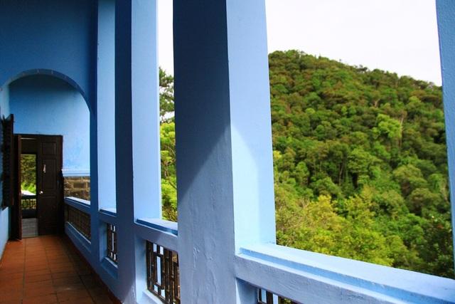 Biệt thự Cẩm Tú từ tầng 2 nhìn ra dãy núi hùng vĩ