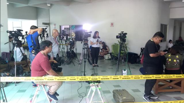 Đông đảo phóng viên hôm nay tác nghiệp tại phiên tòa tuyên án hai bị cáo. Nghi án Kim Jong-nam đã thu hút sự chú ý của truyền thông suốt một năm qua. (Ảnh: Melissa Gob Twitter)