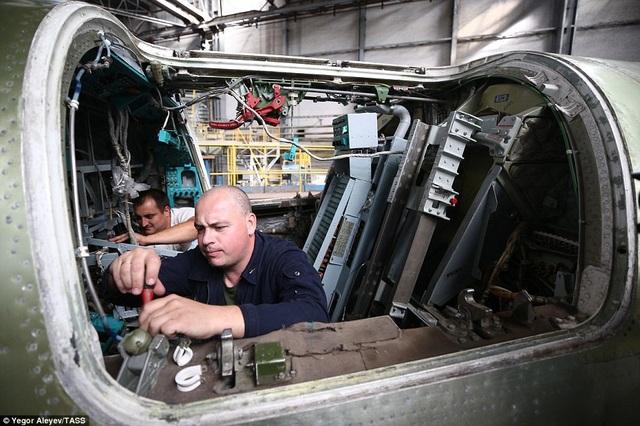 Theo Dailymail, hiện tốc độ công việc đã được đẩy nhanh hơn để đảm báo thời gian bay thử của máy bay.
