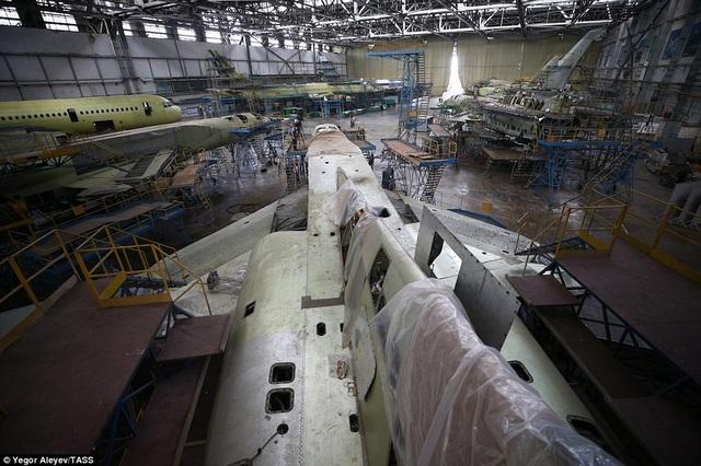 Trang thiết bị trong nhà máy đã khá cũ kỹ.