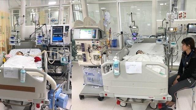 2 bệnh nhi đang được điều trị tích cực tại Bệnh viện Nhi đồng Thành phố