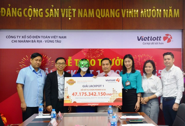 Chị H. ngụ tại tỉnh Đồng Nai trúng giải Jackpot 1 của loại hình xổ số Power 6/55 trị giá hơn 47 tỷ đồng.