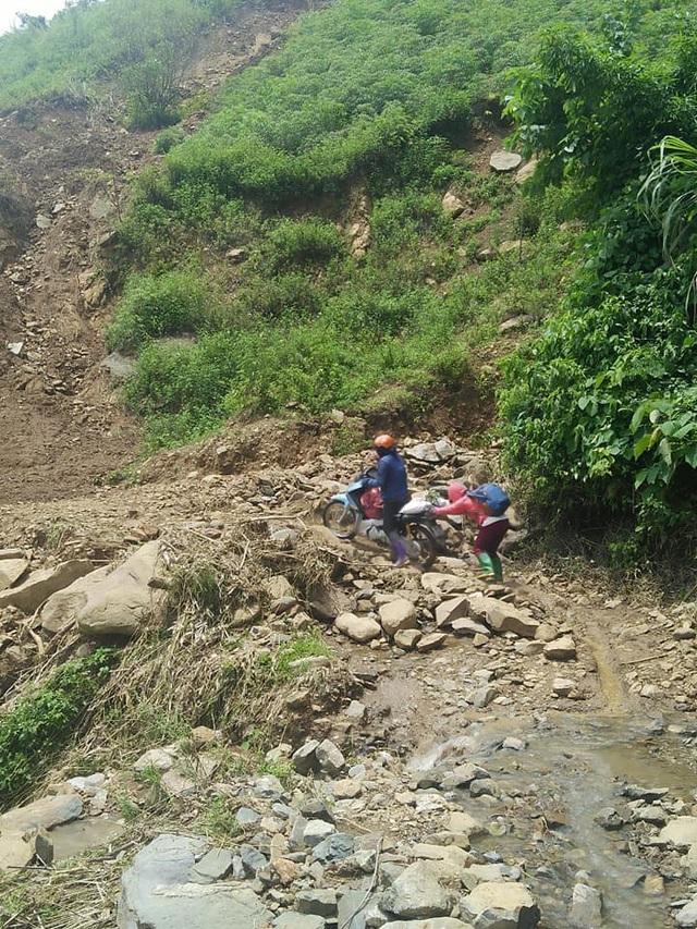 Điểm trường mầm non Quang Huy 2 ở xã Quang Huy, huyện Phù Yên, tỉnh Sơn La với những cung đường núi đá hiểm trở