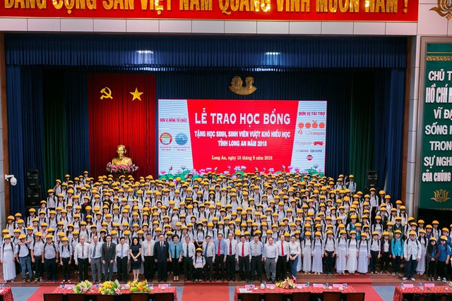Trao tặng hơn 1,6 tỷ đồng học bổng cho học sinh hiếu học tỉnh Long An năm 2018 - 3