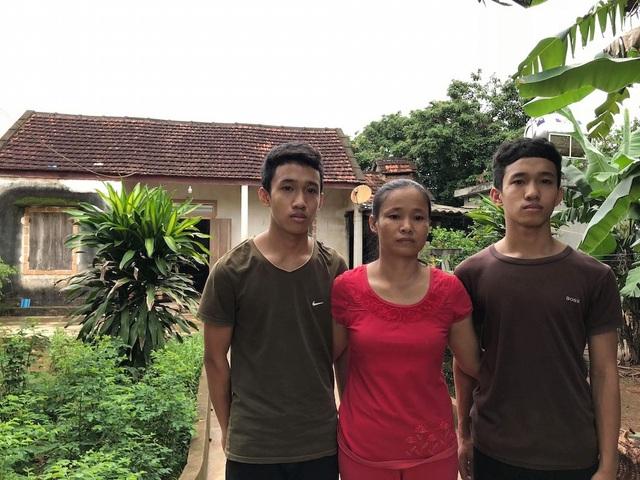 Chị Loan chỉ mong hai con được đi học tiếp đại học.