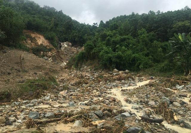 Các địa phương miền núi sơ tán nhiều hộ dân đề phòng lũ ống, lũ quét và sạt lở đất