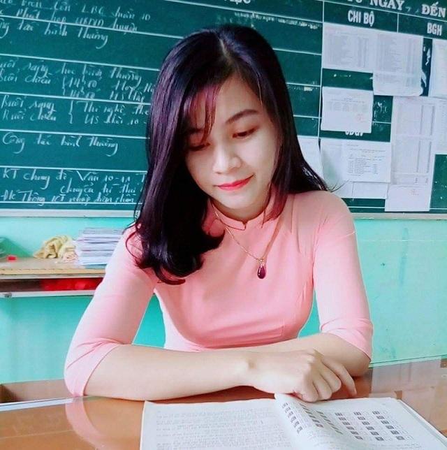 Một số hình ảnh khác của cô giáo Lâm Quyên