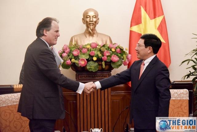 Quốc vụ khanh Anh Mark Field gặp gỡ Phó Thủ tướng, Bộ trưởng Ngoại giao Phạm Bình Minh trong chuyến thăm Hà Nội tháng 1/2018 (Ảnh: Nguyễn Hồng/Thế giới & Việt Nam)