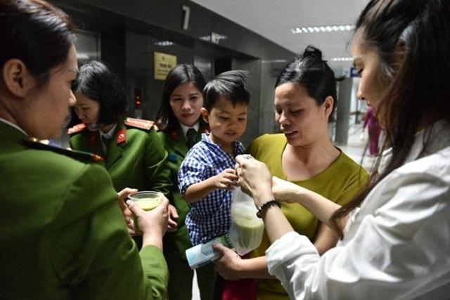 Hội Phụ nữ Cục CSĐT tội phạm về ma túy làm công tác từ thiện tại các bệnh viện.