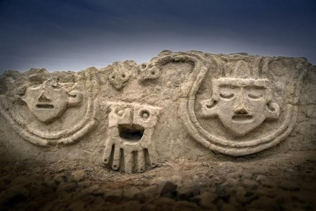 Peru phát hiện bức tường có phù điêu được xây cách đây 3.800 năm - Ảnh 1.