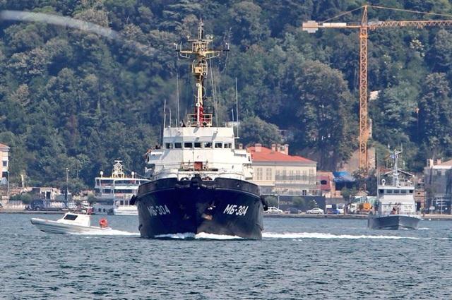 Tàu kéo biển MB-304 lớp Sorum Project 745 BSP của Nga đi qua eo biển Bosphorus tiến về Syria (Ảnh: Yoruk Isik)